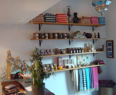 draps de bain (fouthas), savons... en vente au Hammam Biarritz